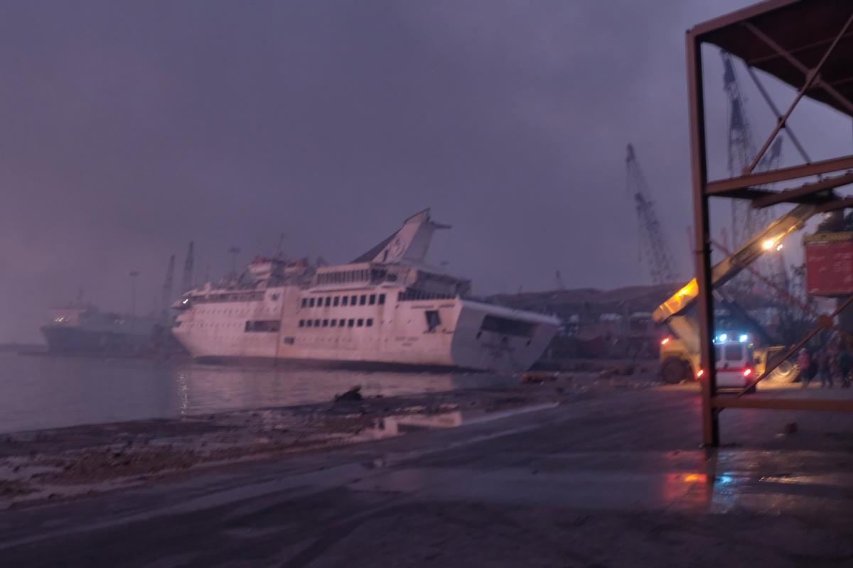 Корабли в порту Бейрута после взрыва / фото Twitter Timour Azhari