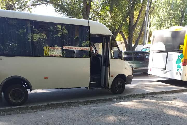В Днепре маршрутчик со скандалом выгнал из автобуса инвалида/ Facebook