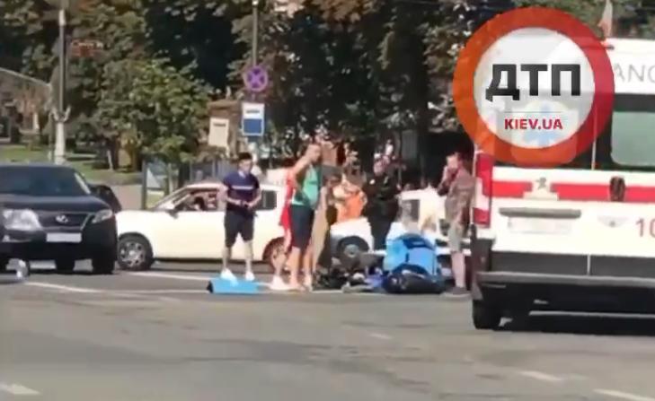 На місці аварії працюють медики таполіція / скріншот відео
