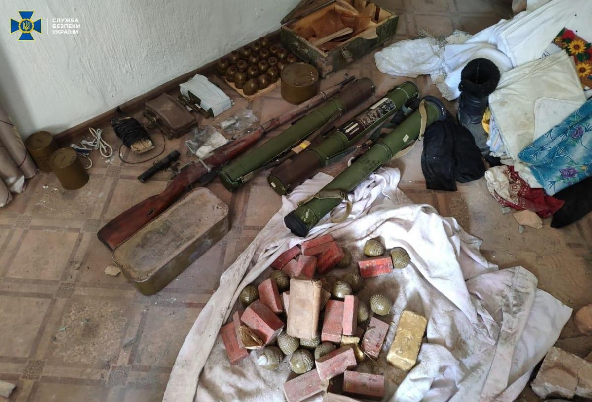 Схрон обладнав представник «силового блоку» терористів / фото СБУ