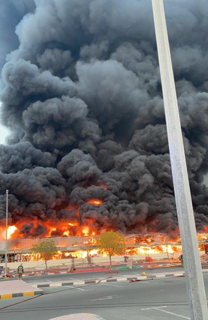 Рятувальники вже працюють на місці НП / фото alkhaleej, Facebook