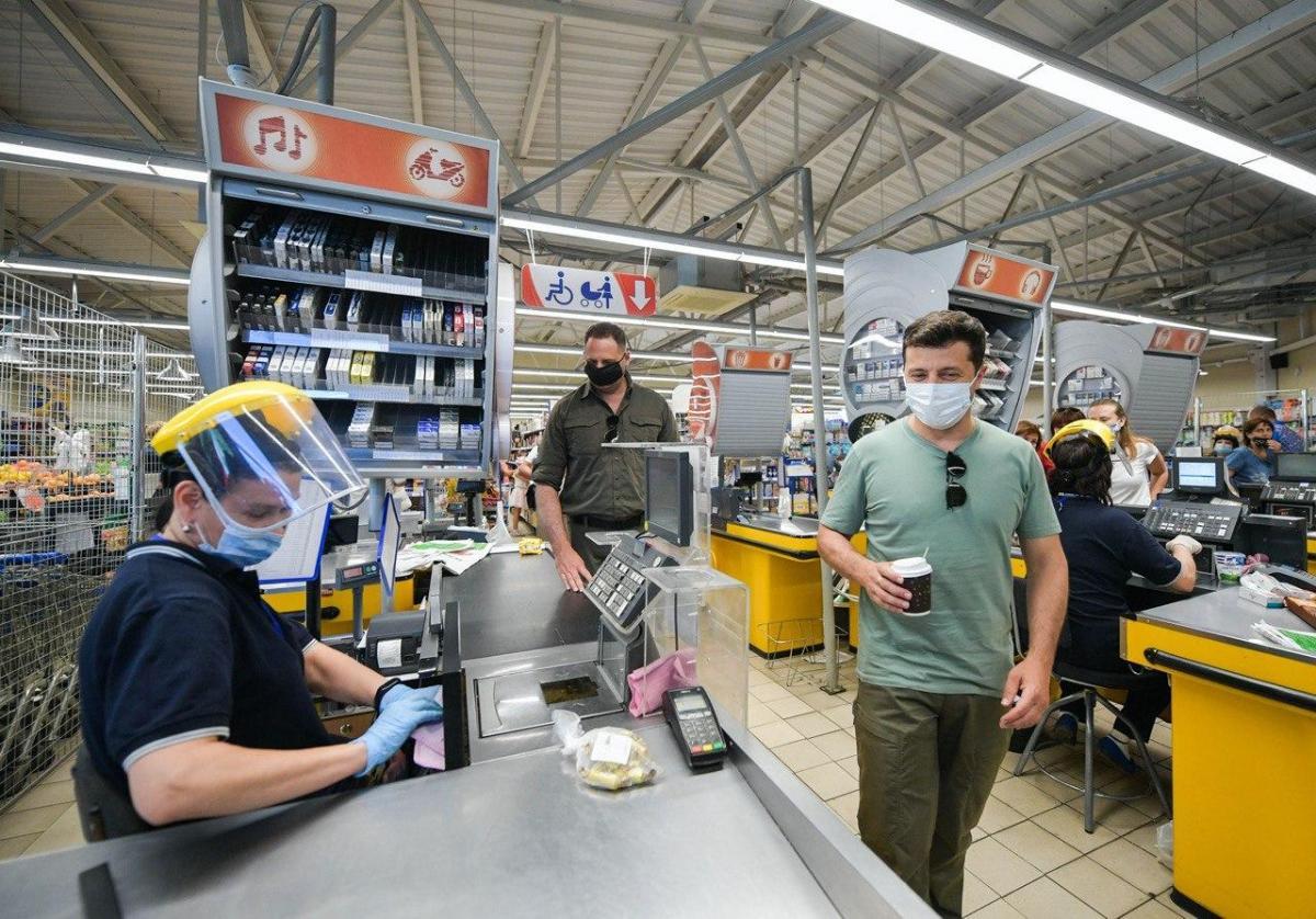 Зеленский сфотографировался в маркете / фото Telegram-канал Зеленского