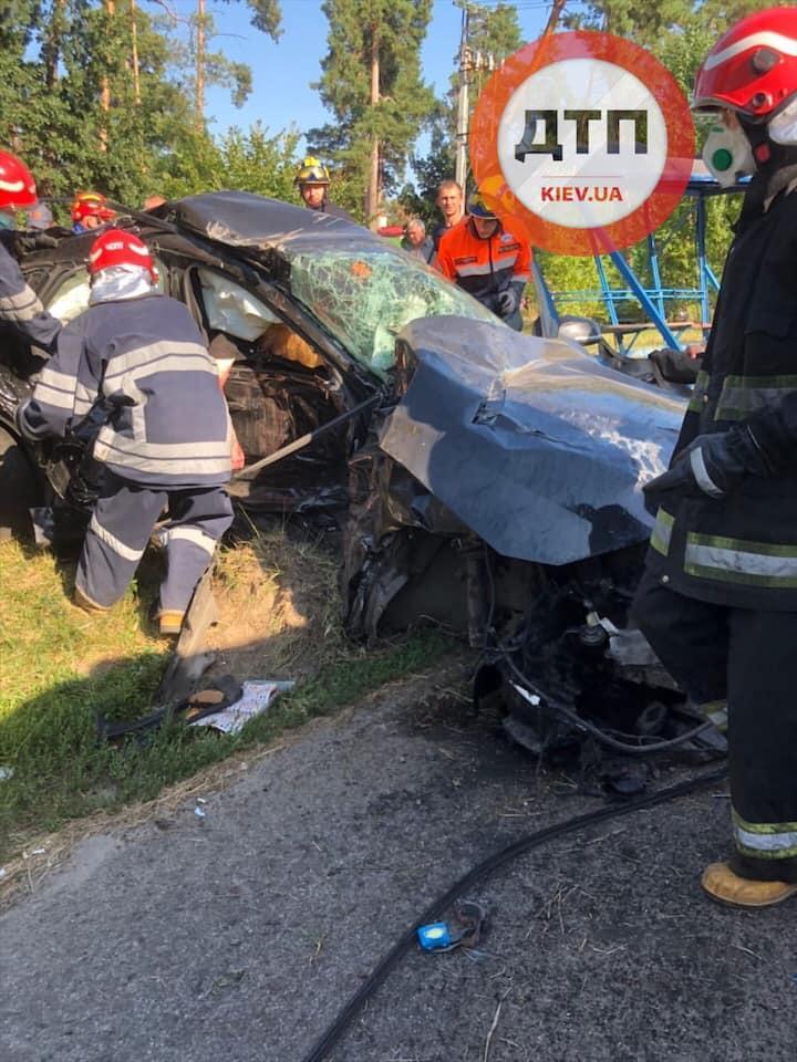 В результаті аварії загинули три людини / фото dtp.kiev.ua
