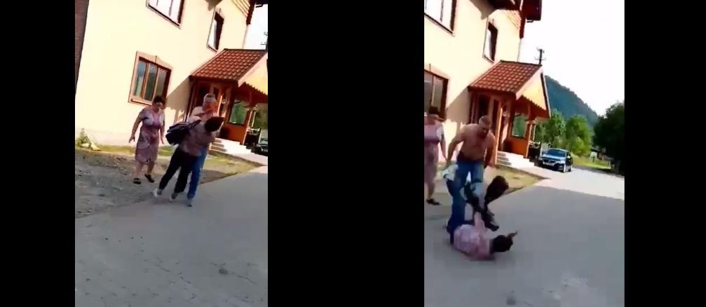 Женщина упала на землю / Скриншот