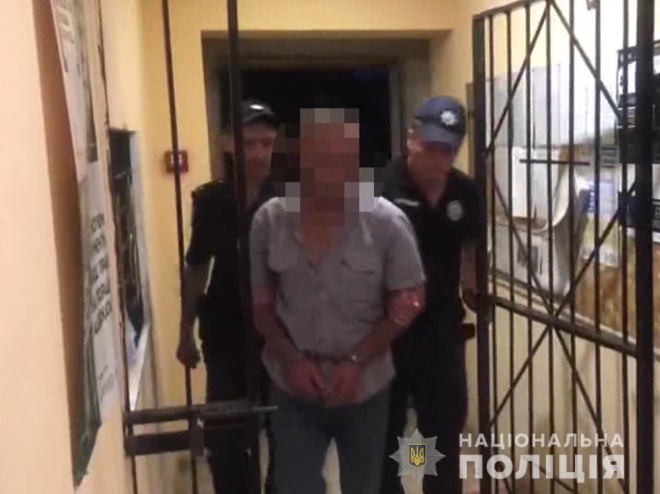 Мужчина чуть не убил трех своих знакомых / фото Нацполиция