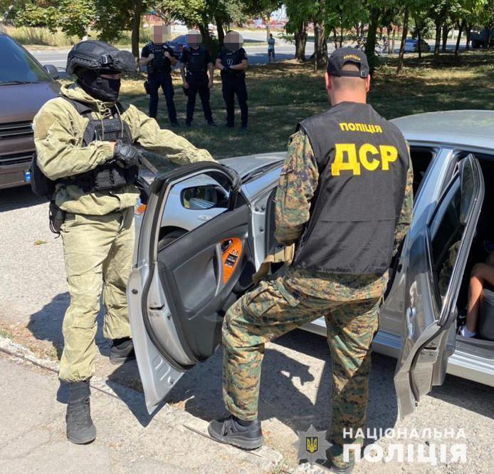 В автомобілі кілера знайшли зброю та набої / фото Нацполіція