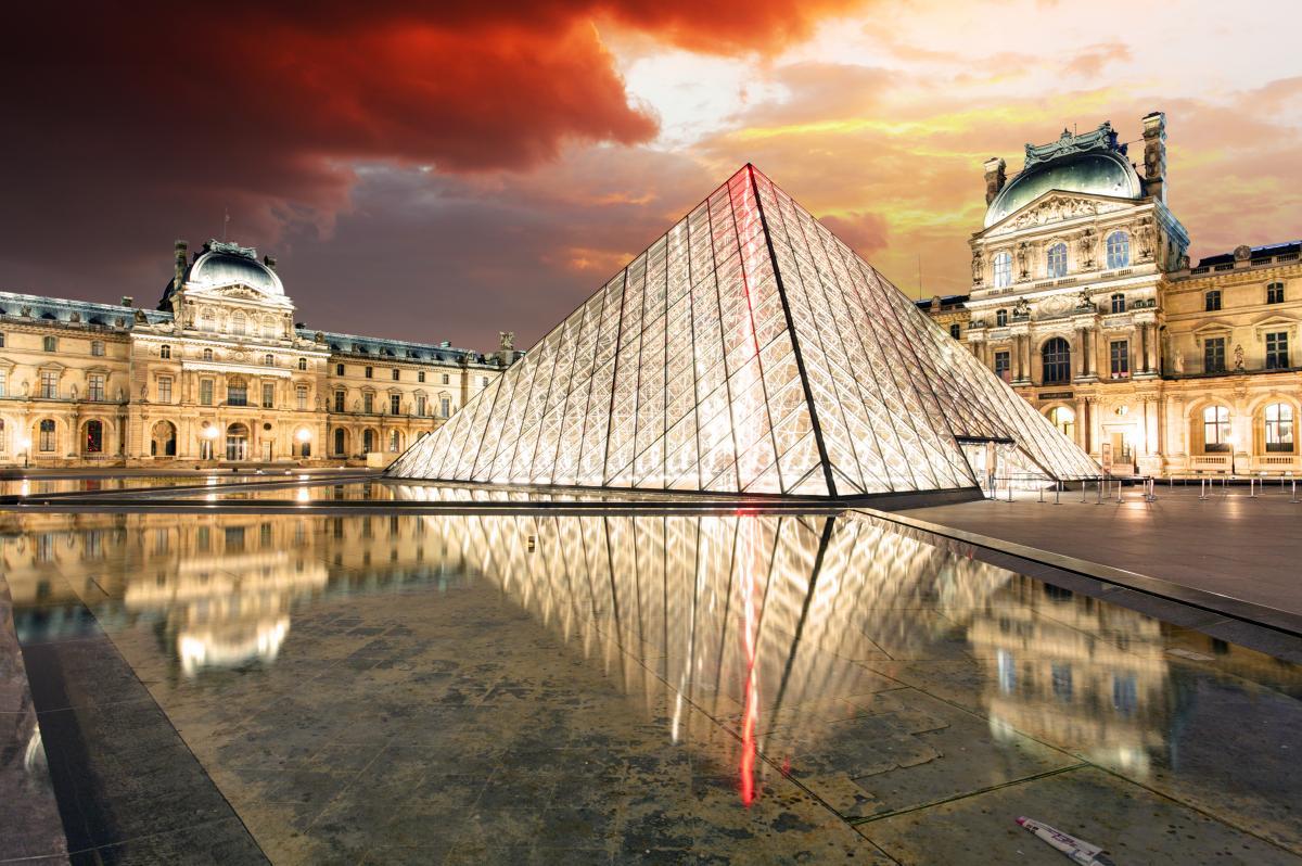 В 1793 году впервые Лувр открылся для публики как национальный художественный музей / фото ua.depositphotos.com