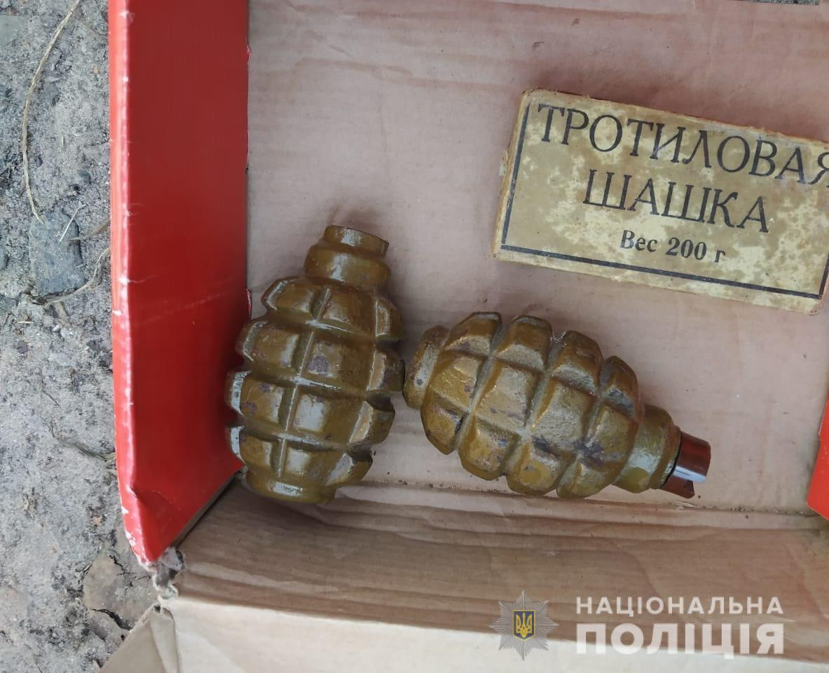 Гранати таінші боєприпаси належать до сучасних армійських зразків / фото zt.npu.gov.ua