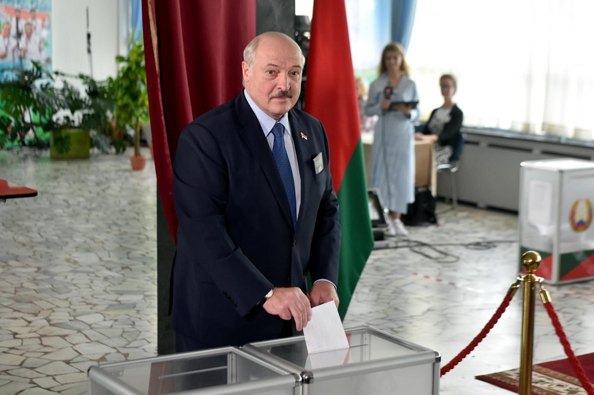 Лукашенко на виборах 9 августа / REUTERS