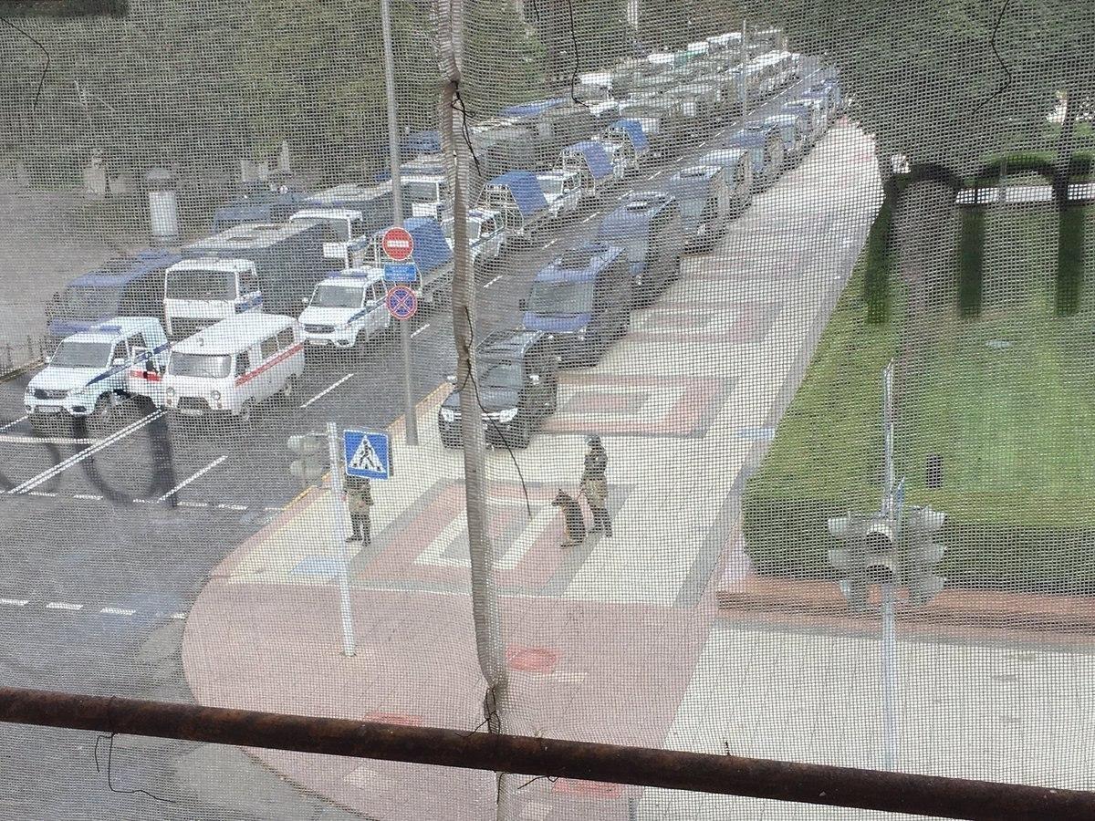 Центральні вулиці Мінська буквально перекриті поліцією / фото twitter.com/HannaLiubakova