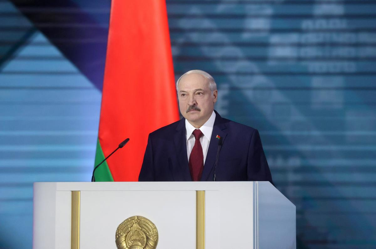 Александр Лукашенко выступил перед работниками МКЗТ / REUTERS