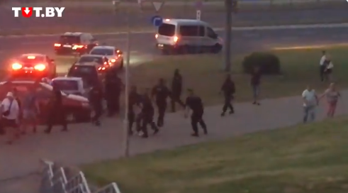 Belarusian police are detaining people / Screenshot