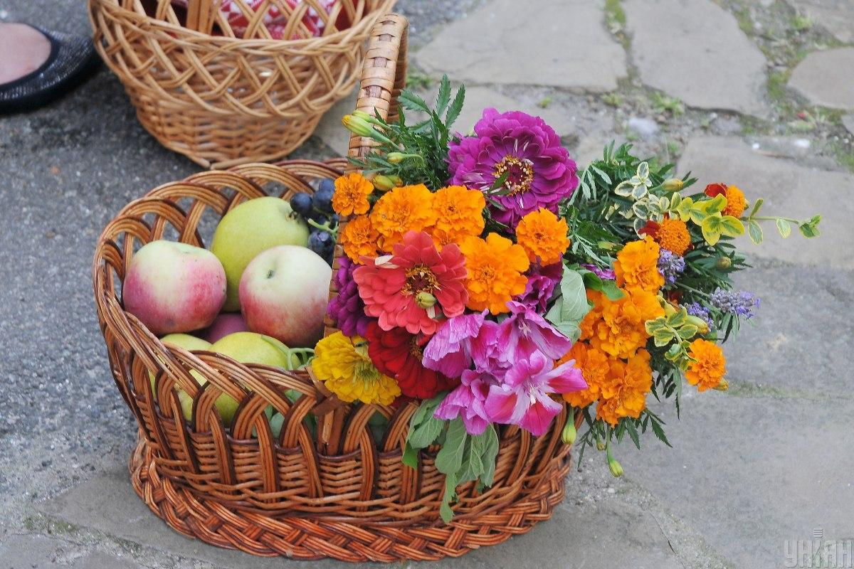 Що святять на Яблучний спас / фото УНІАН