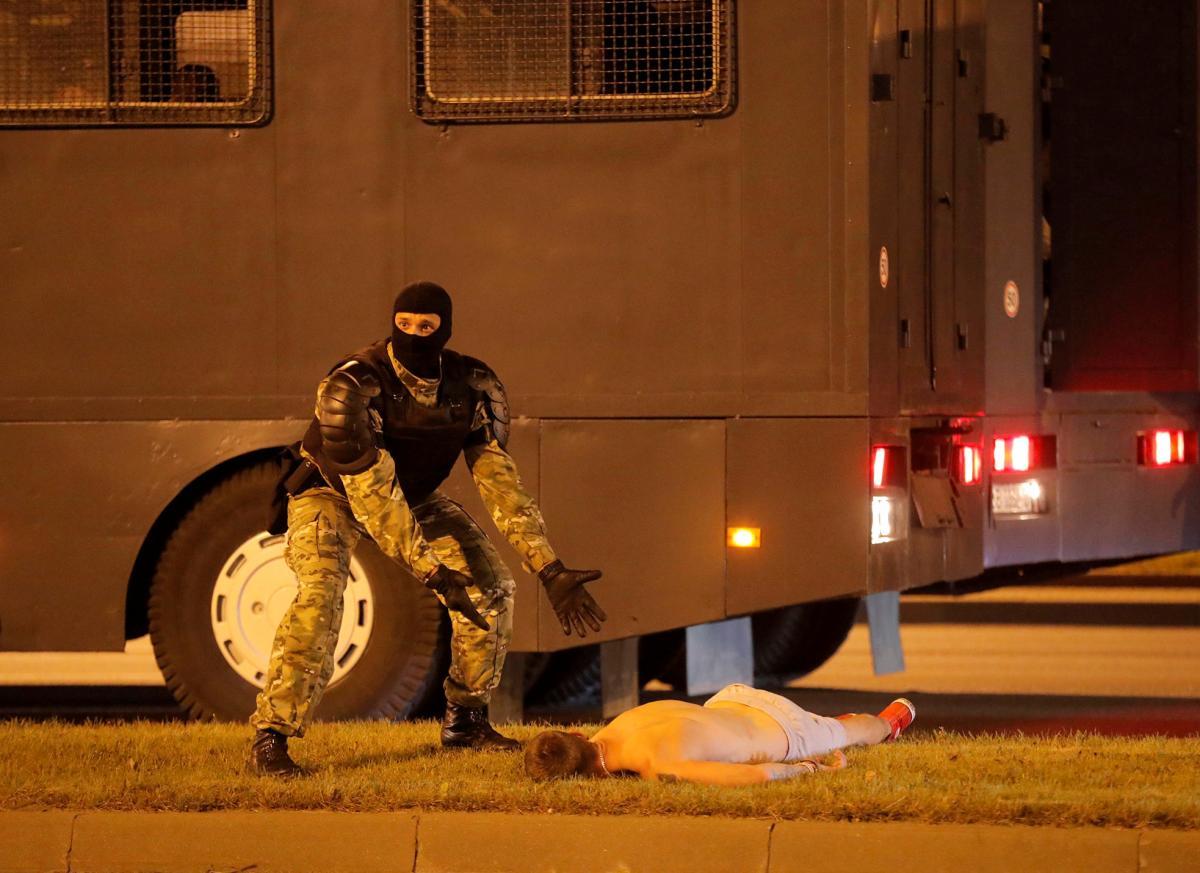 Мирний протест в Білорусі переріс у криваві сутички з силовиками / фото REUTERS
