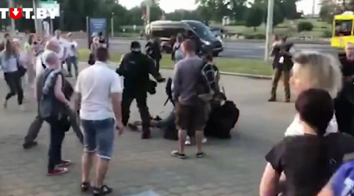 У Мінську силовики жорстоко затримували протестувальників / Скріншот з відео