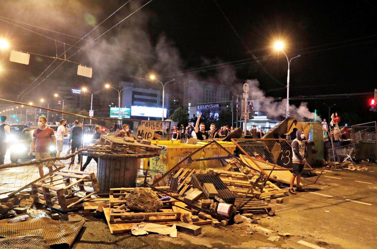 В Минске начались стычки протестующих и силовиков / Илююстрация REUTERS