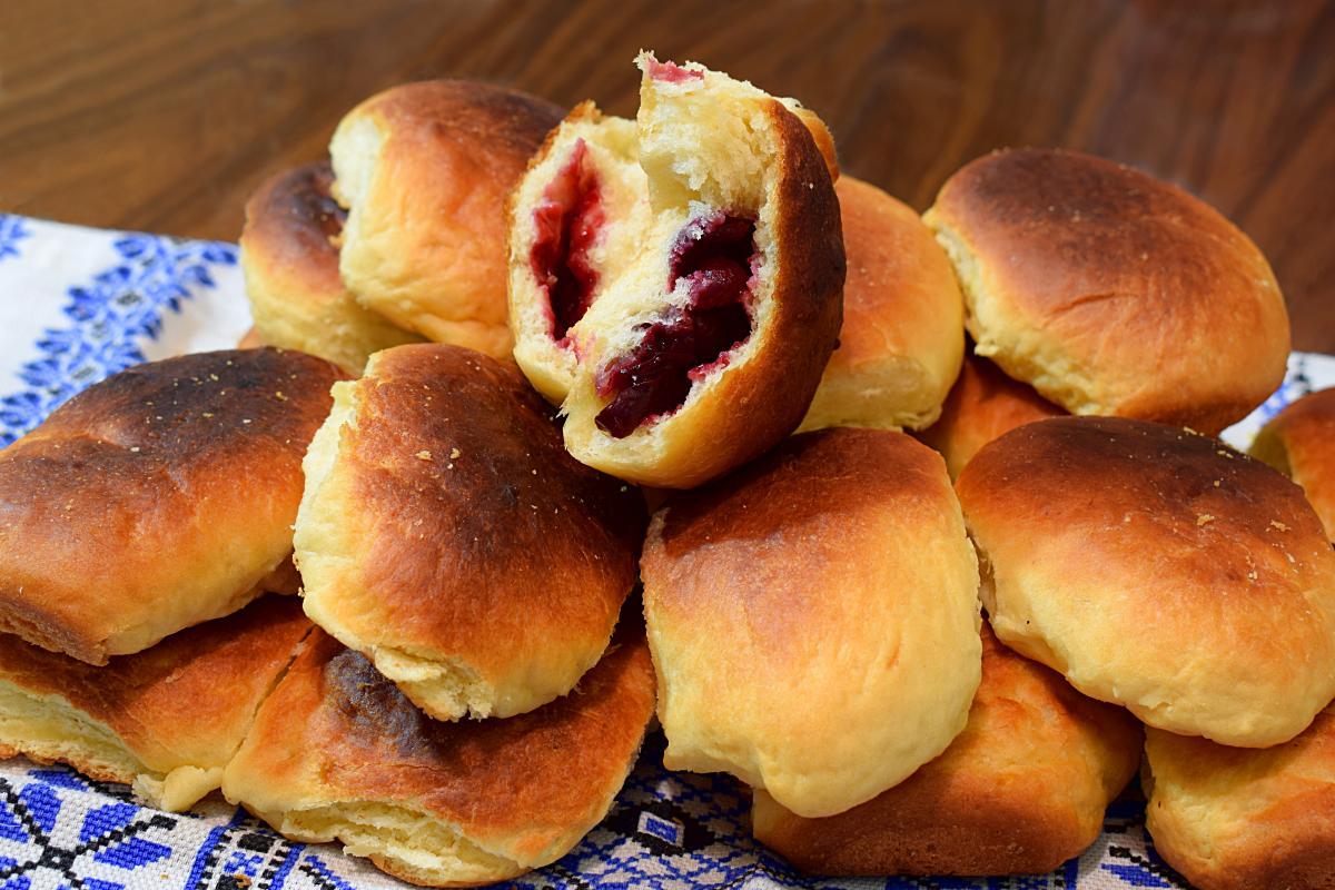 Рецепт пиріжків із вишнею / фото ua.depositphotos.com