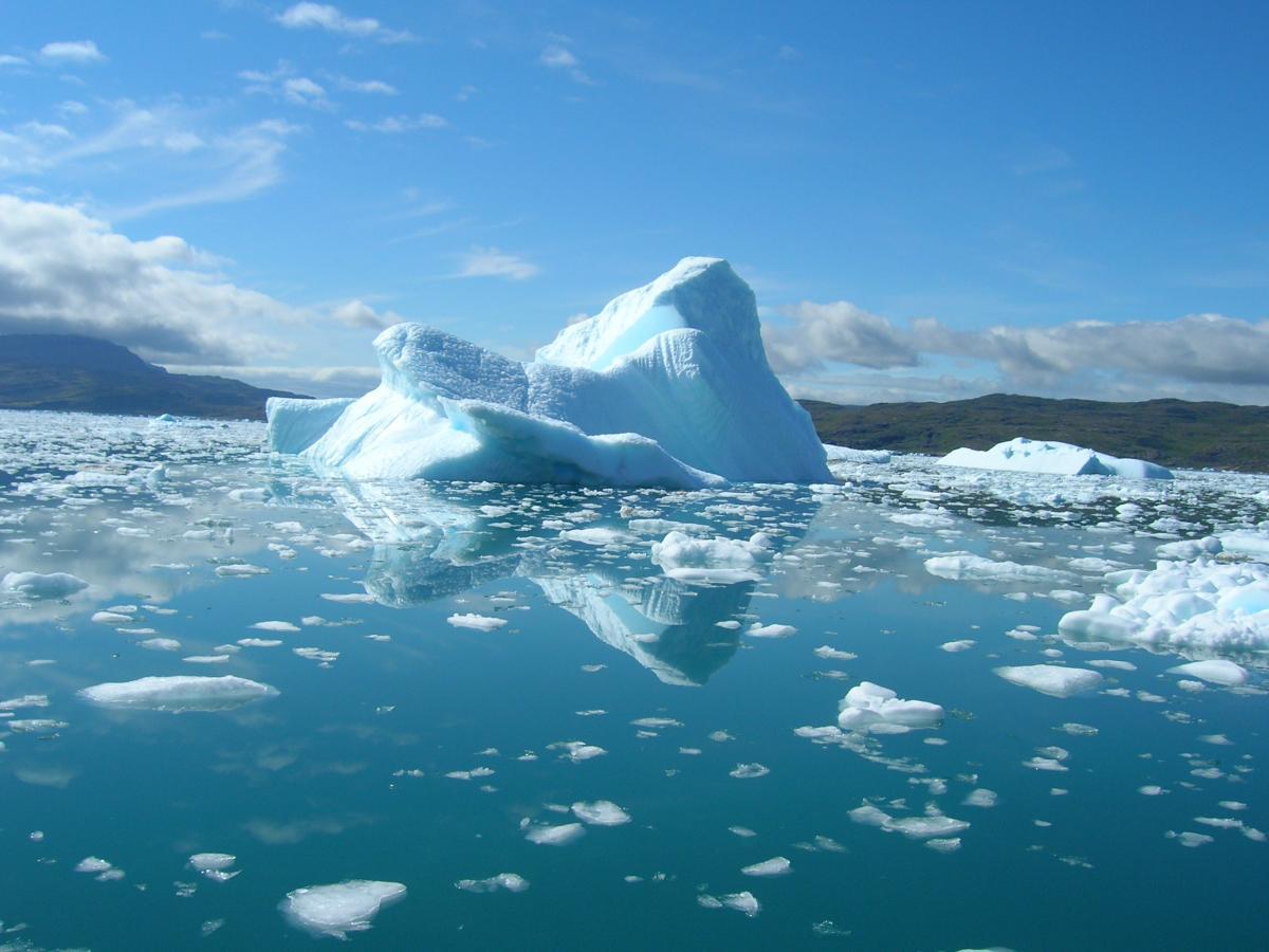 Лед в Арктике тает быстрее, чем считалось ранее / фото ua.depositphotos.com