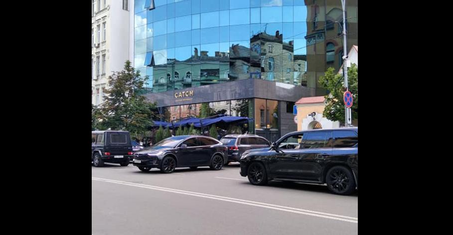 Tesla Андрія Богдана / фото ЗупиниЛося