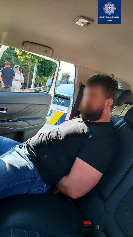 На водителя пришлось надеть наручники / фото Алексей Билошицкий, Facebook