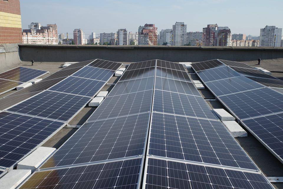 Солнечная батарея на Троещине / фото Facebook