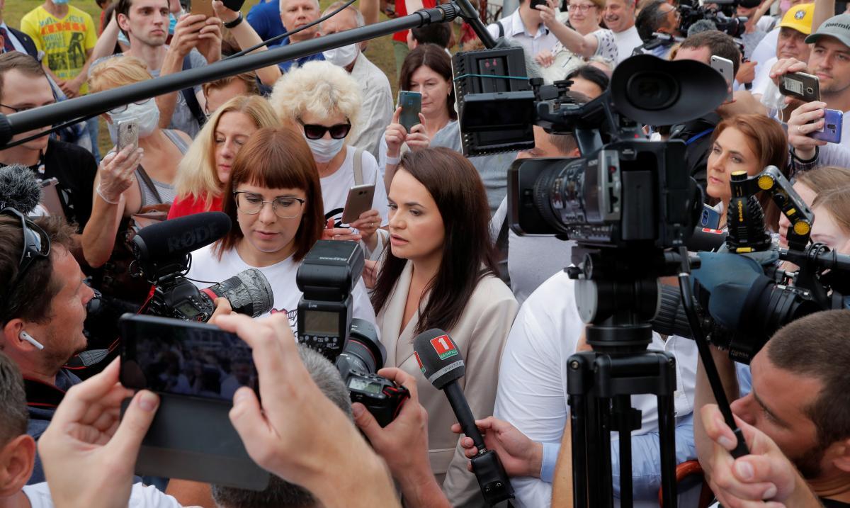 Светлана Тихановская (по центру) / REUTERS