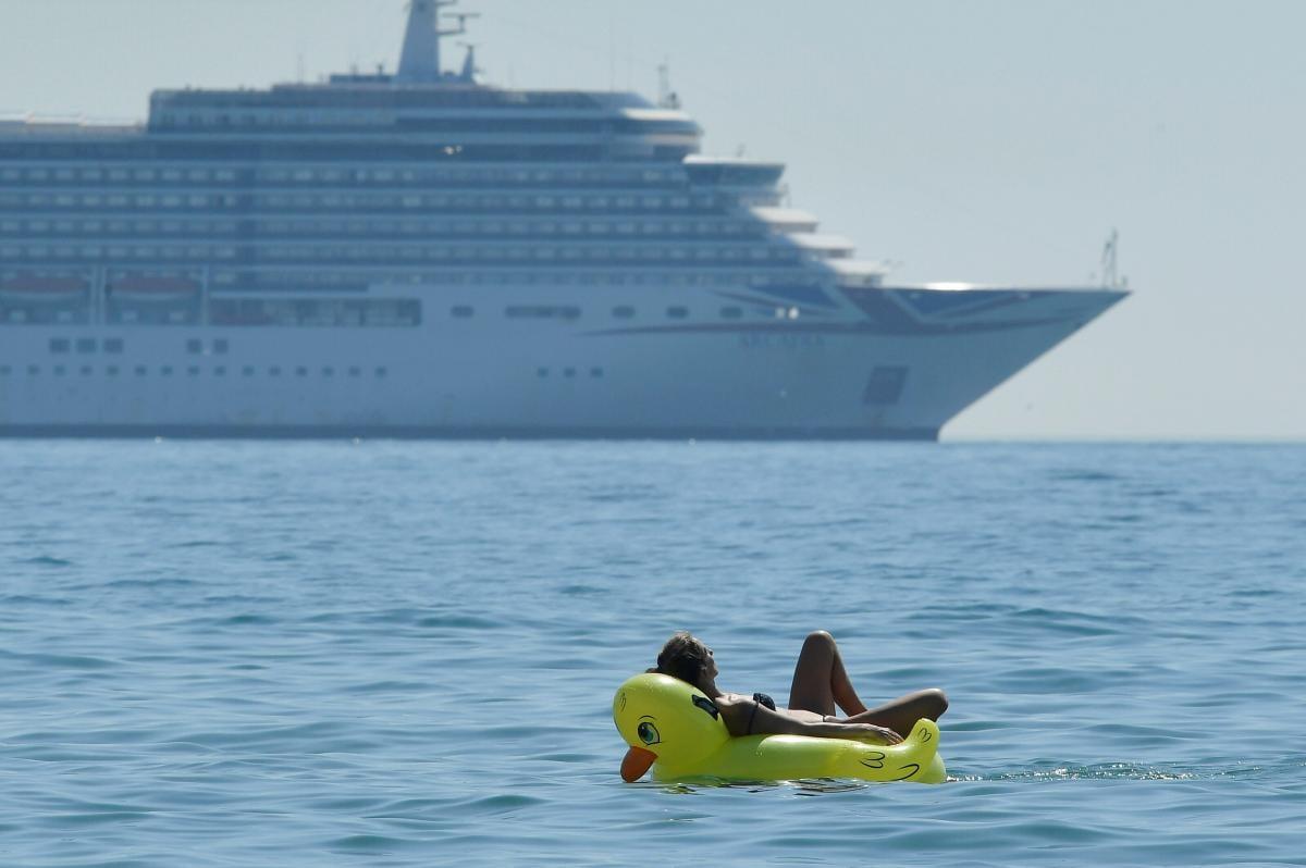 Коронавирус вносит свои коррективы в отдых туристов/ Фото REUTERS