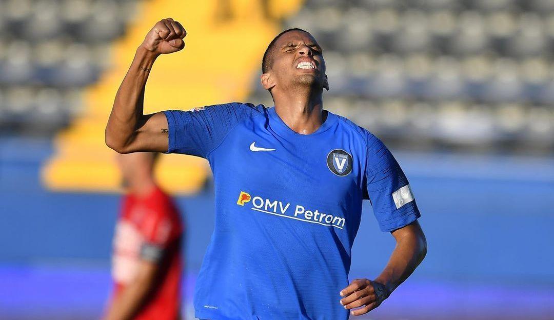Рівалдіньо виступає за Вііторул з 2019 года / фото twitter.com/FutebolRomenoBr