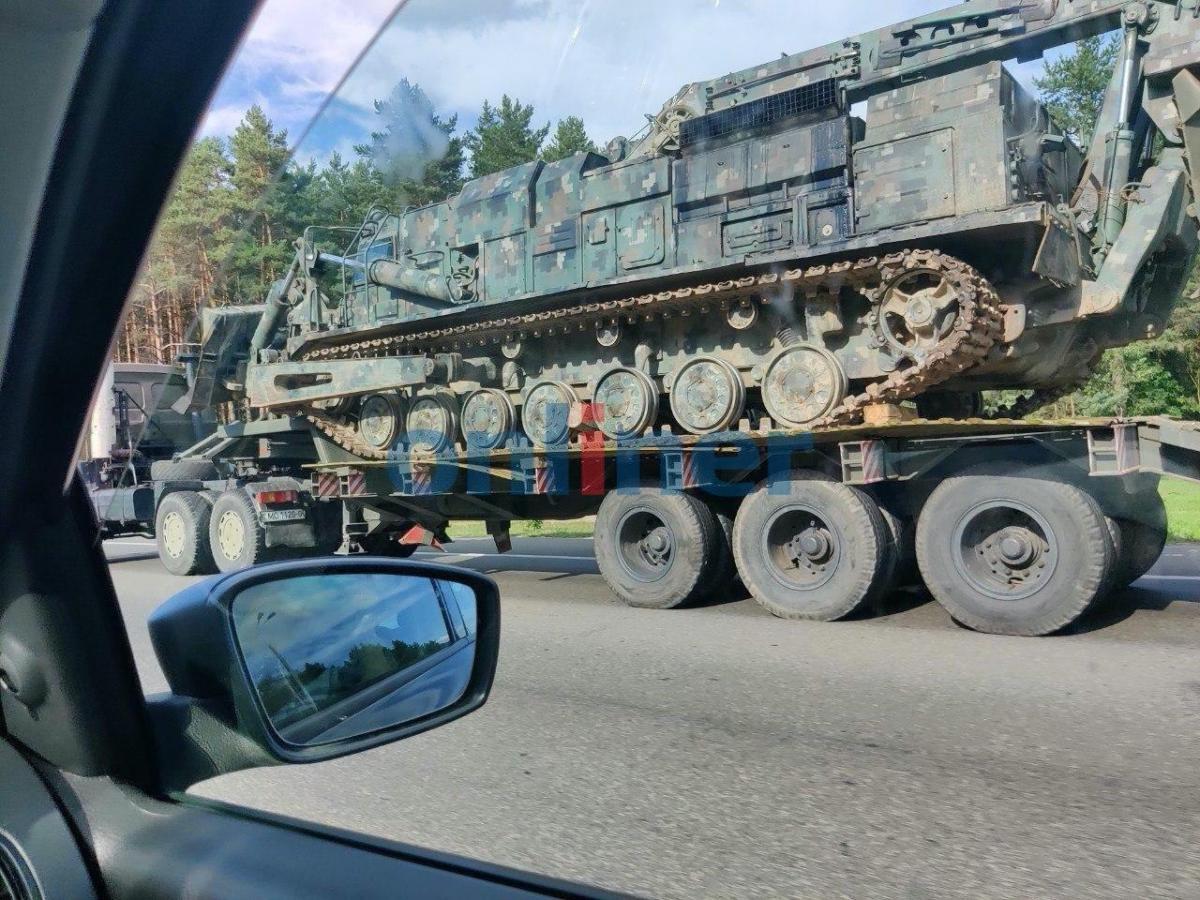 Инженерная машина военного образца в Минске / t.me/onlinerby