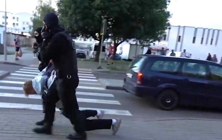В Минске во время протестов задержали 15-летнего парня / скриншот
