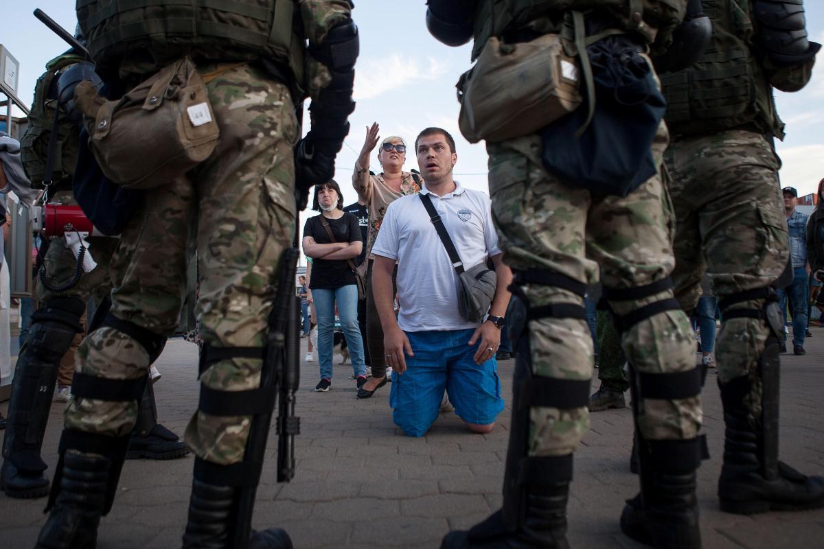 Протесты в Минске возобновились во вторник / REUTERS