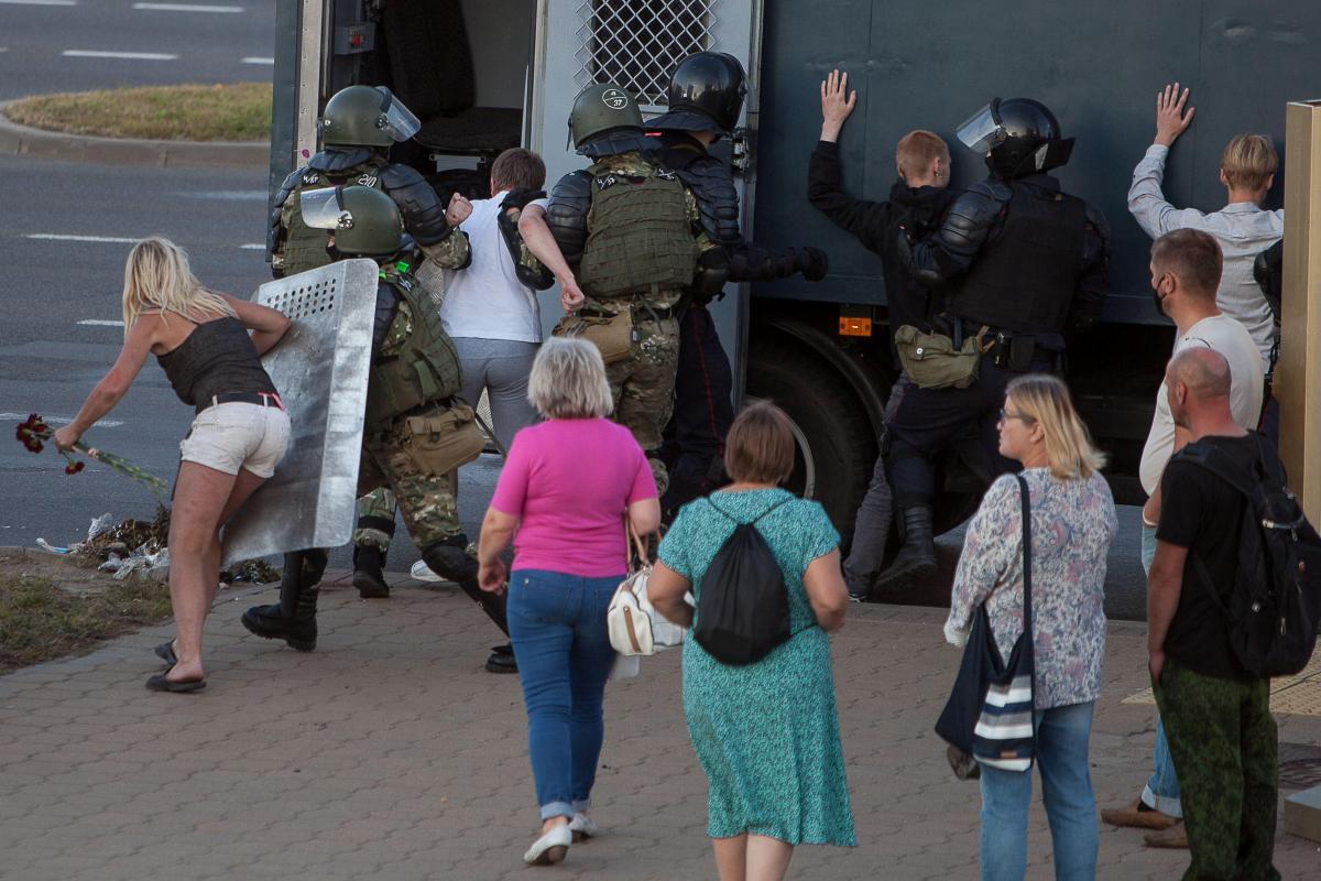 Среди задержанных в Минске есть украинцы / REUTERS