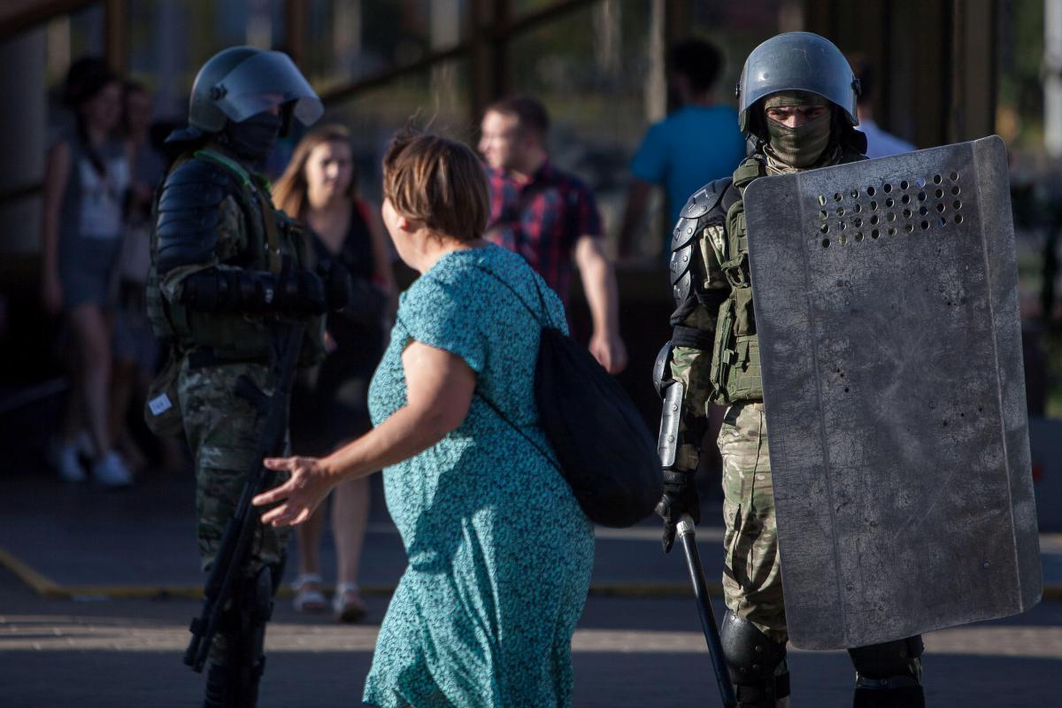 Силовики в Мінську затримують протестувальників / REUTERS