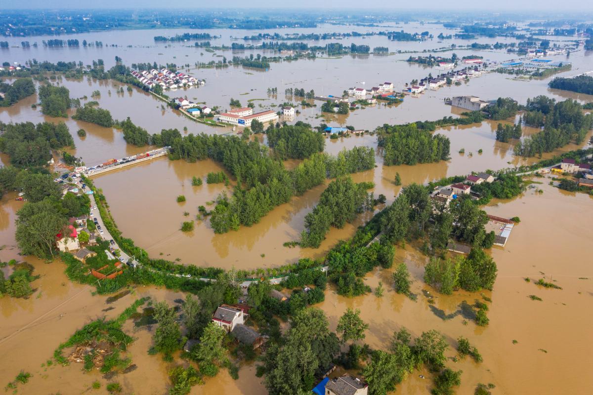 Китай пострадал от наводнений / REUTERS