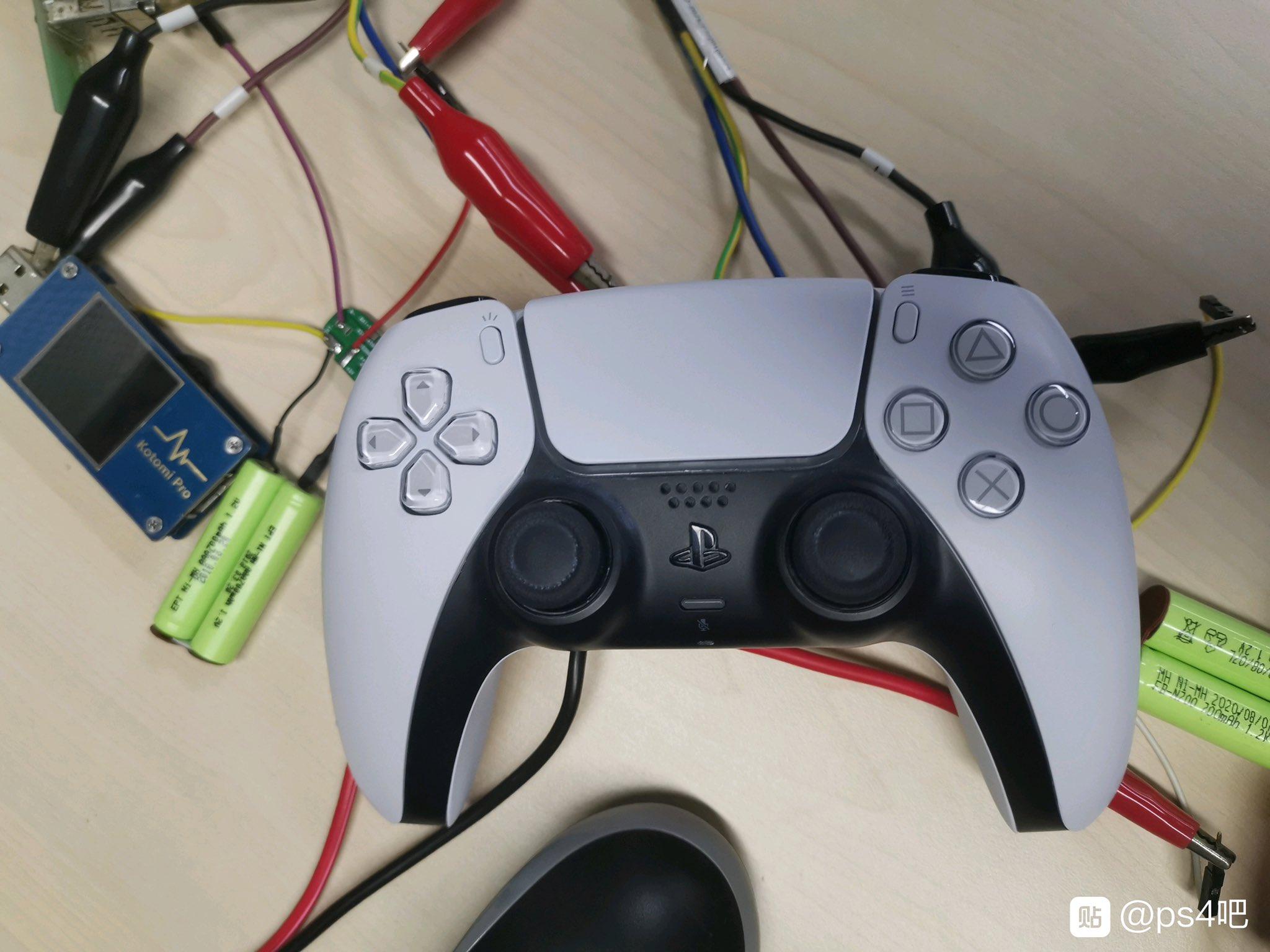Тестувальник аксесуарів злив фото контролера від PlayStation 5 / фото twitter.com/Galaxyrain666