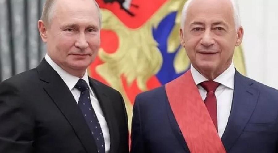 Володимир Співаков під час нагородження з Володимиром Путіним/ Скріншот