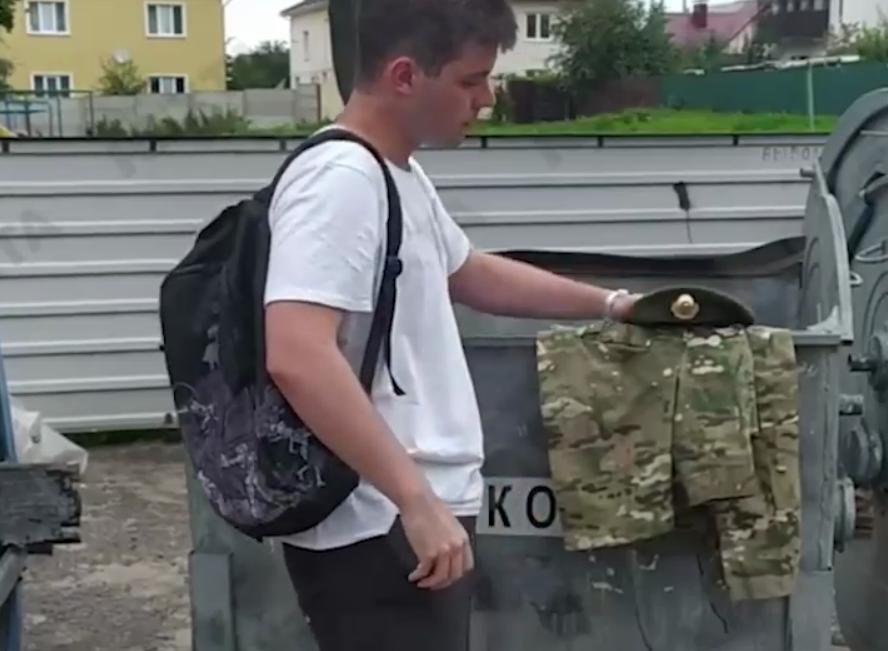 """Белорусские """"дембеля"""" на стороне народа/ Скриншот с видео"""