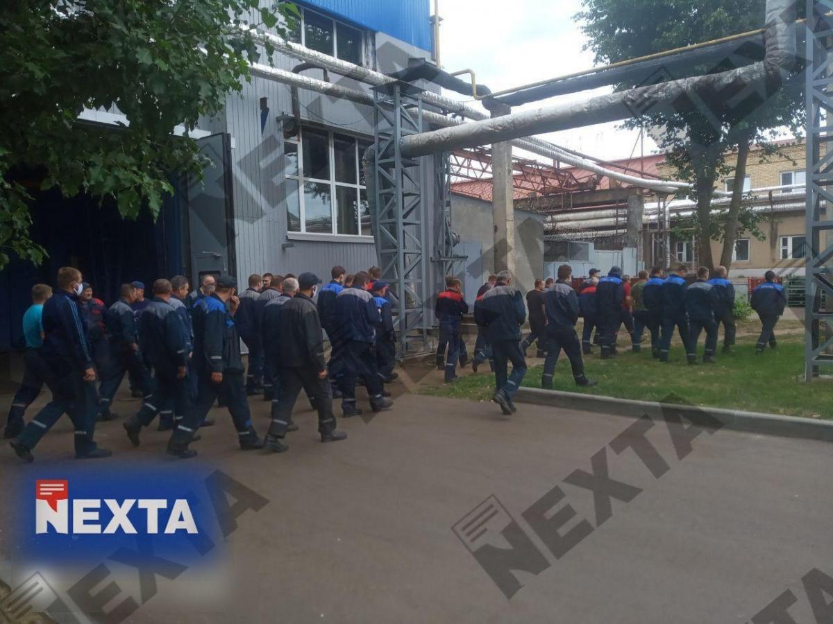 """Cотни работников """"БелАЗа бастуют/ фото NEXTA"""
