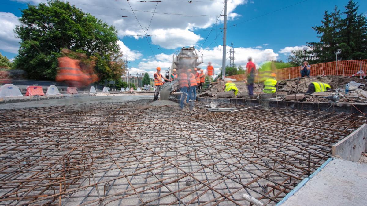 Є плани, щодо 2040 року 30 відсотків доріг мають бути побудовані з бетону / в фото ua.depositphotos.com