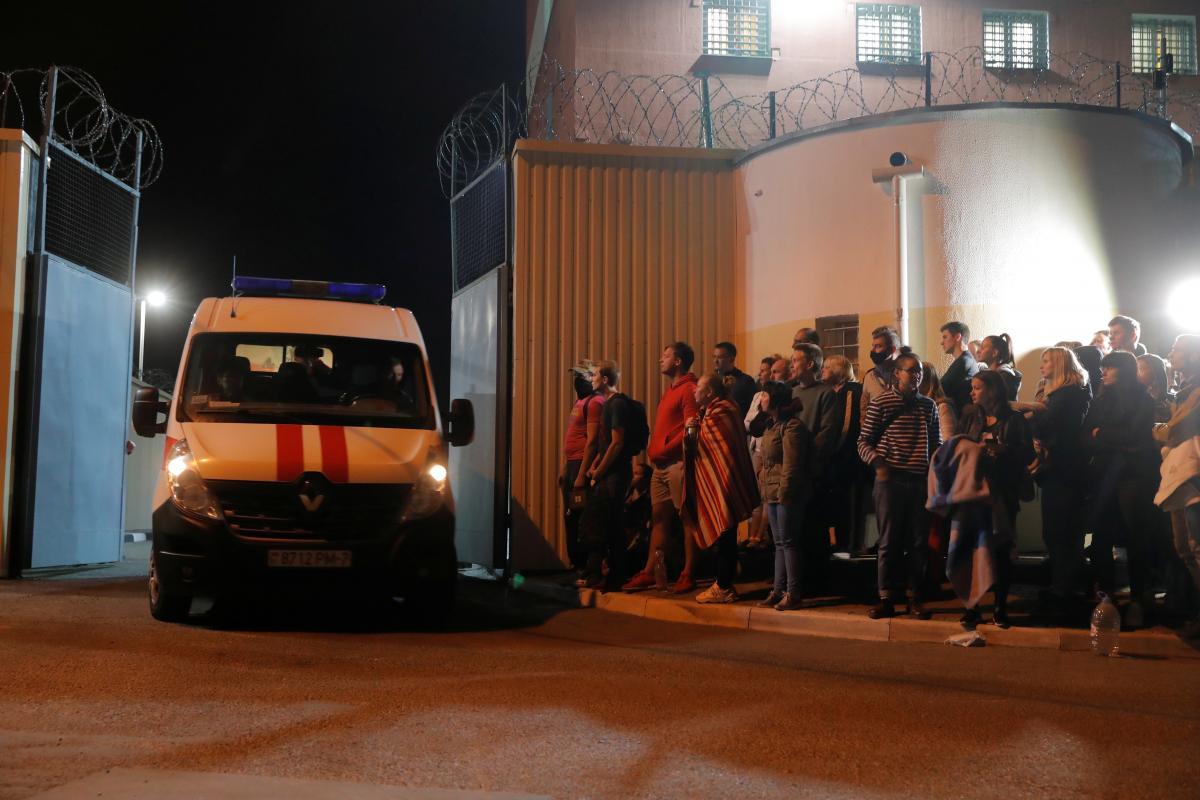 Из белорусских СИЗО начали выпускать задержанных во время протестов граждан/ Фото: REUTERS