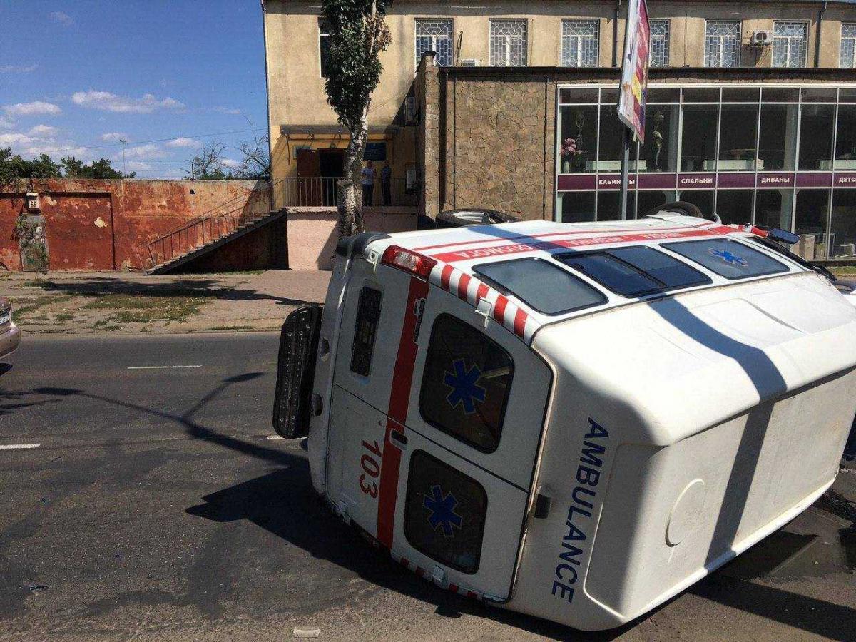 «Скорая» ехала с включенными маячками и звуковым сигналом / фото управления патрульной полиции Одесской области