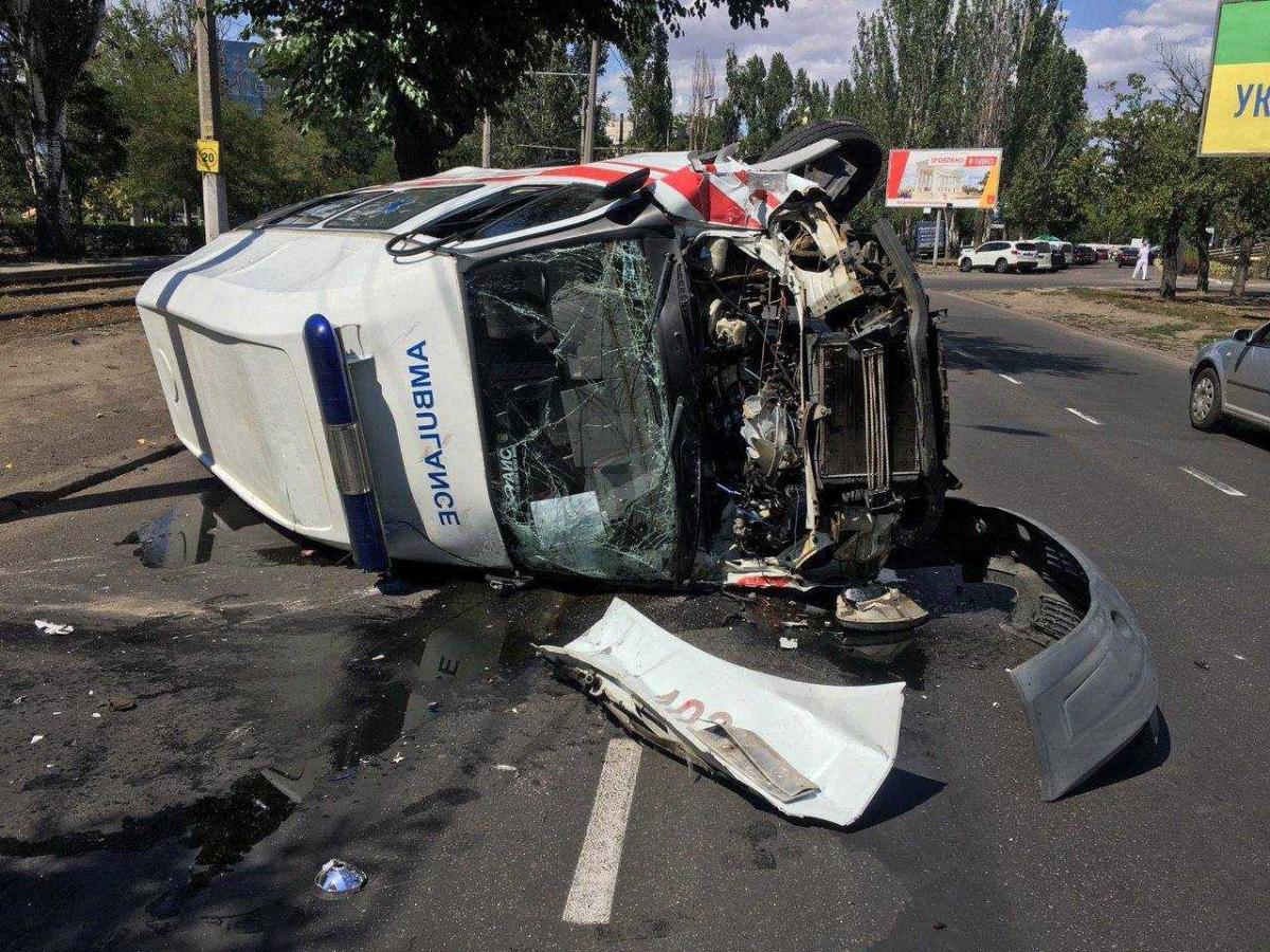 Автомобиль получил значительные механические повреждения / фото управления патрульной полиции Одесской области