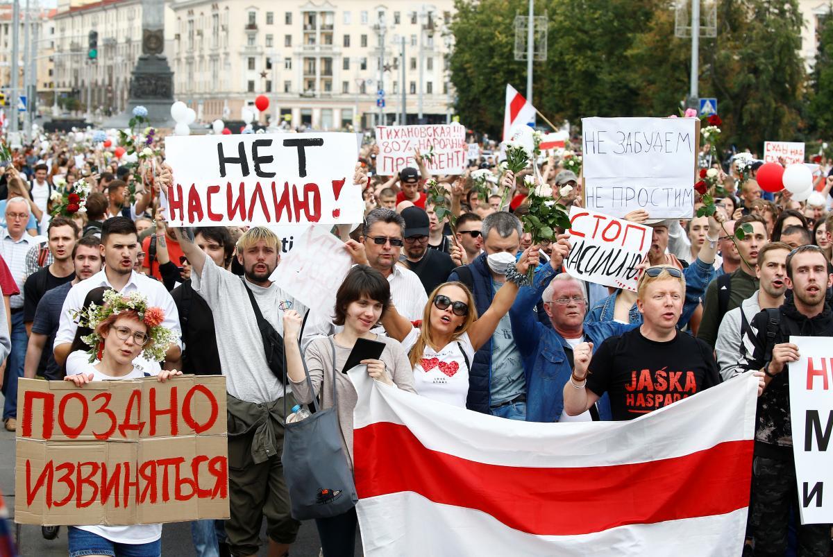 Протести в Мінську тривають третю добу/ фото REUTERS