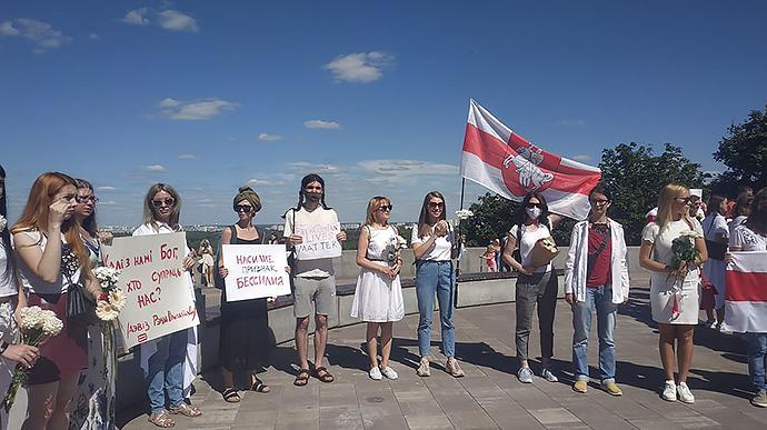 В Киеве состоялась акция в поддержку белорусов / фото Украинская правда