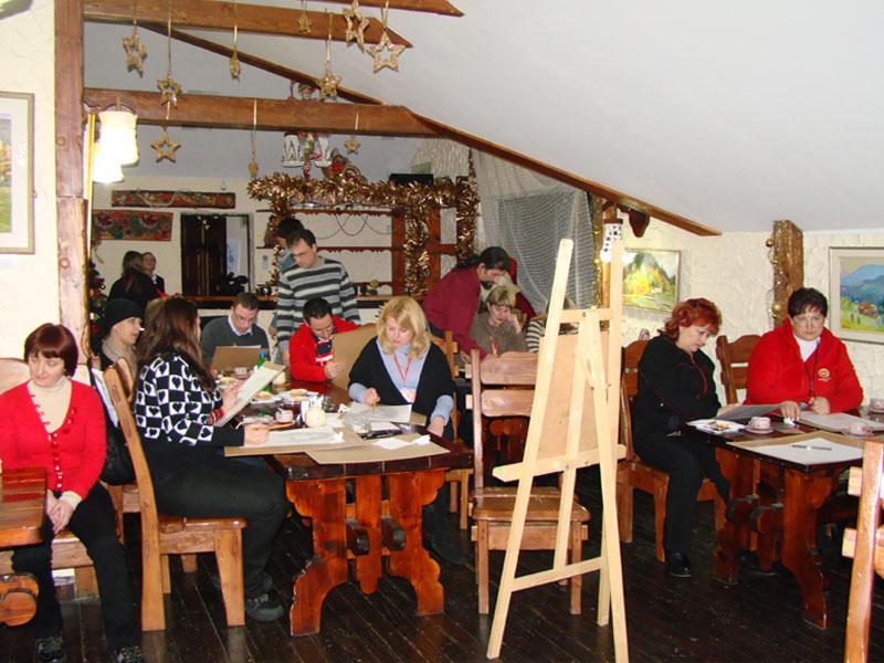 """В ресторане """"Максим"""" работает выставка-продажа картин львовских художников и проводятся пленэры фото ресторан """"Максим"""""""