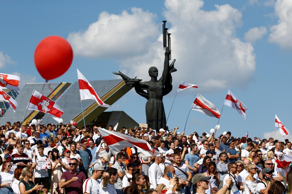 Марш в Минске 16 августа/ REUTERS