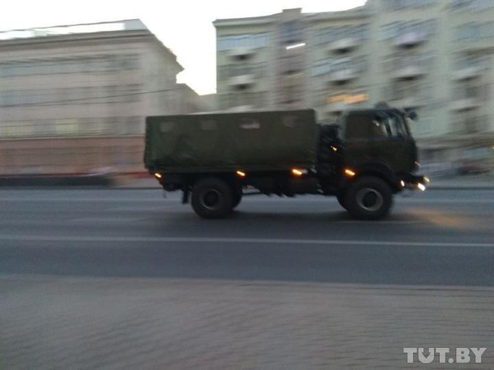 Police vans and buses were spotted in the center of the city / Photo from Tut.by