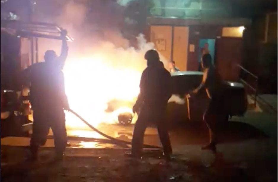 Пожар помогали тушить соседи водителя / фото facebook.com/mixailotkach