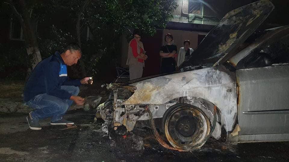 Ночью неизвестные сожгли автомобиль съемочной группы программы «Схемы» / фото facebook.com/mixailotkach