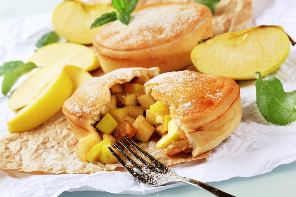 Как приготовить пирожки с яблоками / фото ua.depositphotos.com